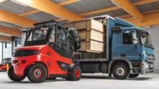e_truck-loading-paper_wood-4262_3066