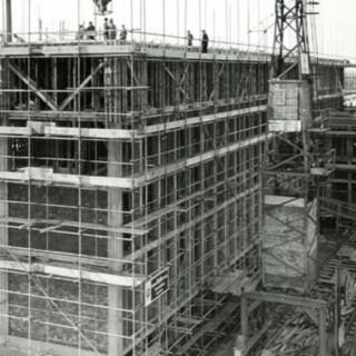 Baustelle mit Gerüst bei Linde Material Handling in Aschaffenburg