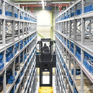Kommissionierer im Einsatz bei der Heidelberger Druckmaschinen AG