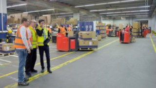 Safety Scan Beratung beim Kunden vor Ort in der Halle