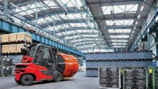 Gabelstapler mit neuen Maßstäben: Der Linde Dieselstapler H20 - H35 im Einsatz in einer Lagerhalle